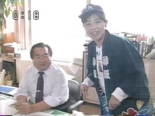 『こちら海です』リポーターの堀薫(右)。1995年10月8日放送第941回より。
